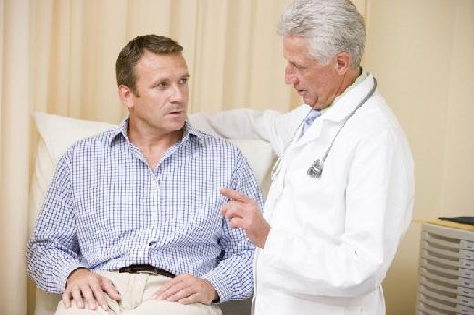 почему болит яичко у мужчины