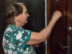 Старая мать досталась старшему сыну, а ее квартира младшему
