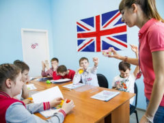 Из-за молодой учительницы ребенок возненавидел английский